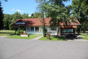 Info-Haus und Volksbank Filiale