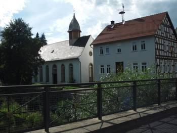 Kirche und DGH in Heisters